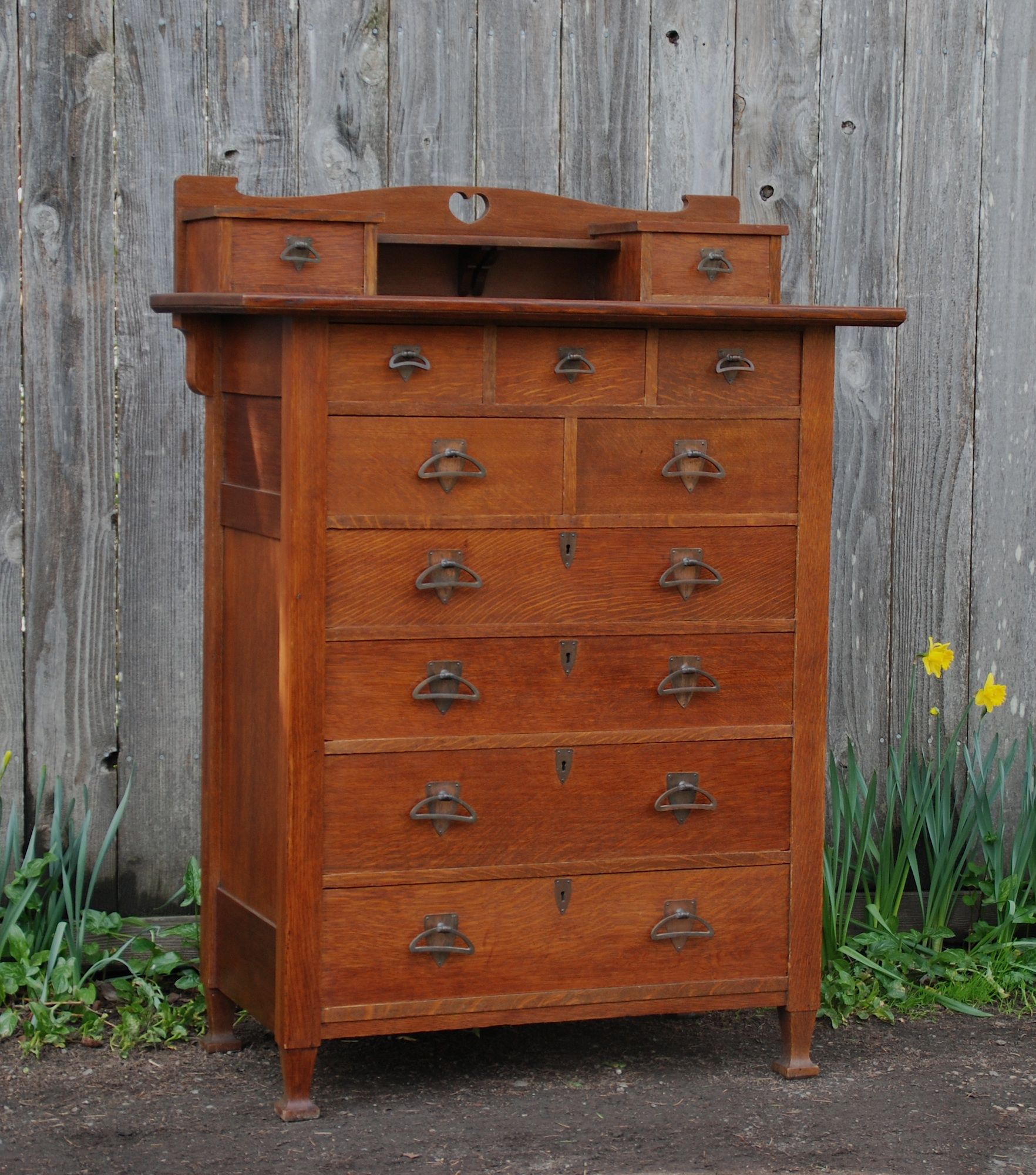 Voorhees craftsman mission oak furniture unique arts and for Dresser design