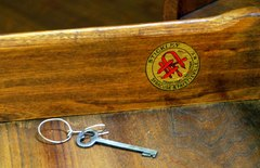Stickley Associated Cabinetmakers co-joined decal signature, 1916-1919 and original L & J G Stickley key.