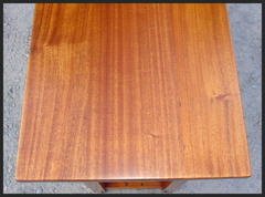 Image of the beautiful luminescent Mahogany wood grain of the top.