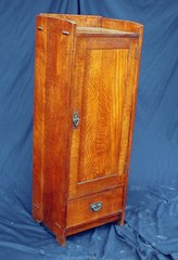 Very Rare Gustav Stickley music cabinet with drawer